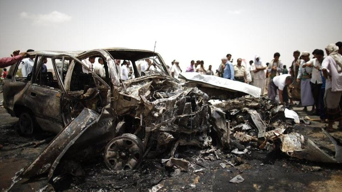 Policemen and people check the scene of a collision on a highway leading to a border crossing between Yemen and Saudi Arabia May 18, 2013. (Reuters)