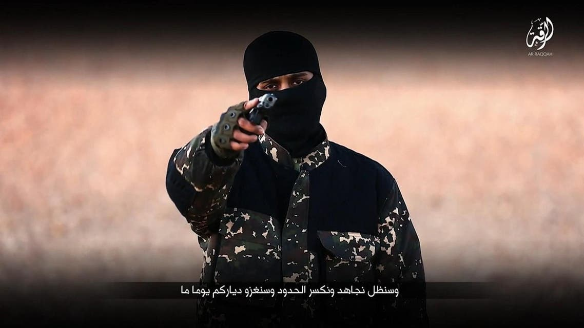 An image grab taken from a video published by media branch of Islamic State group on January 3, 2016, purportedly shows an English-speaking IS fighter speaking at an undisclosed location before executing five men from the Syrian city of Raqqa. (AFP)
