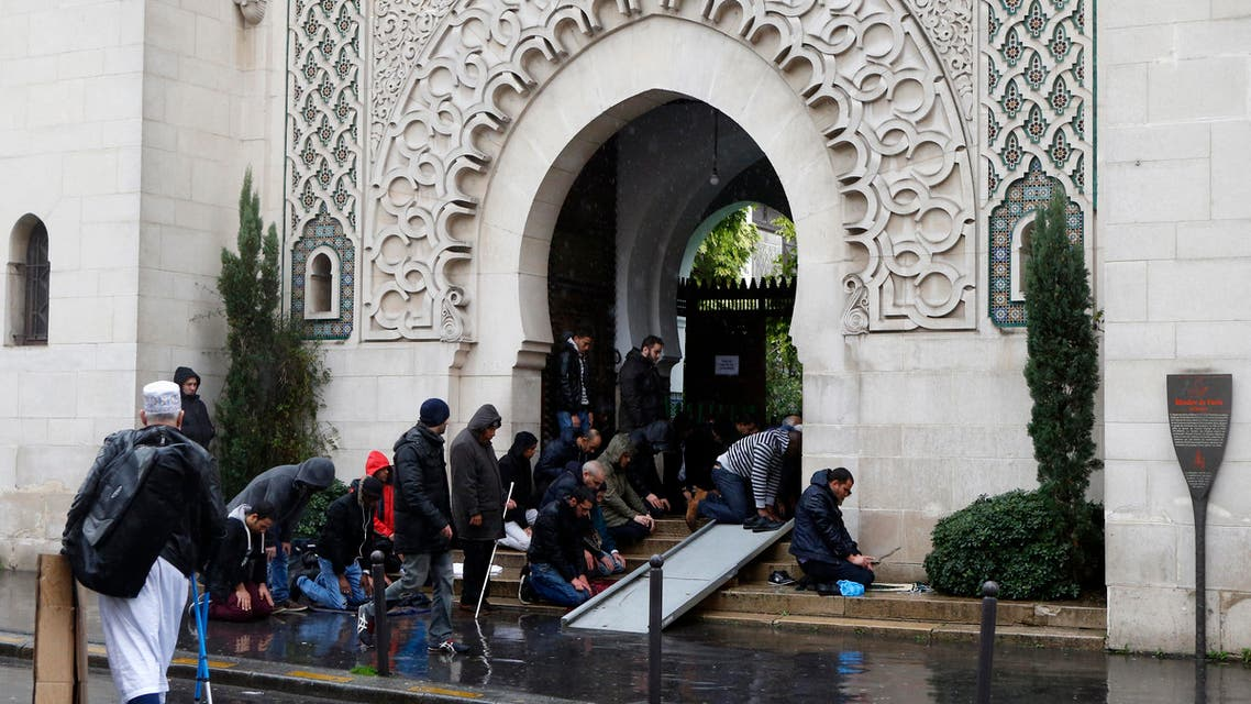 Muslims pray by the entrance of the Great Mosque of Paris during the Friday priest, in Paris, France, Friday, Nov. 20, 2015 one week after the Paris attacks. France called Friday on its European Union partners to take immediate and decisive action to toughen the bloc's borders and prevent the entry of more violent extremists. (AP Photo/Francois Mori)