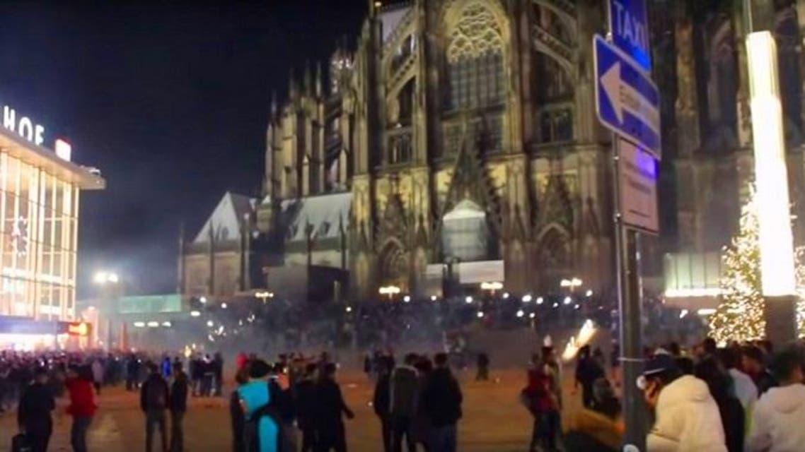 هنا، ليلة رأس السنة، وأمام محطة القطارات وكنيسة كولونيا الشهيرة، سرقوا وتحرشوا بمئات النساء