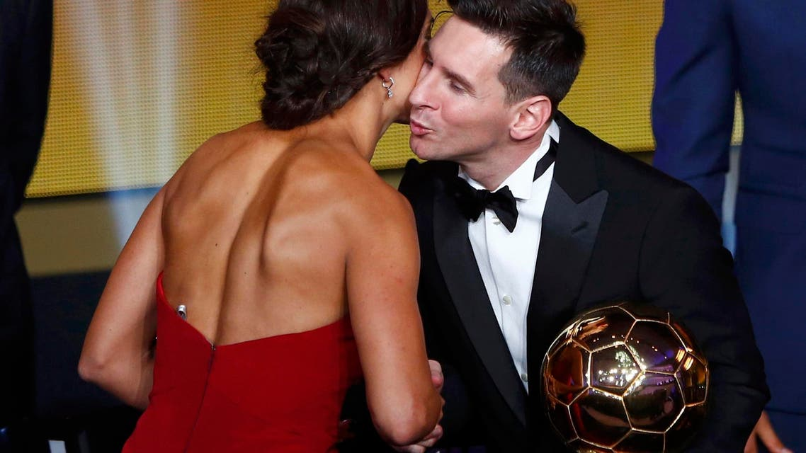 FC Barcelona's Lionel Messi of Argentina (R) congratulates Houston Dash's Carli Lloyd of the U.S. with their World Player of the Year awards during the FIFA Ballon d'Or 2015 ceremony in Zurich, Switzerland, January 11, 2016. (Reuters)