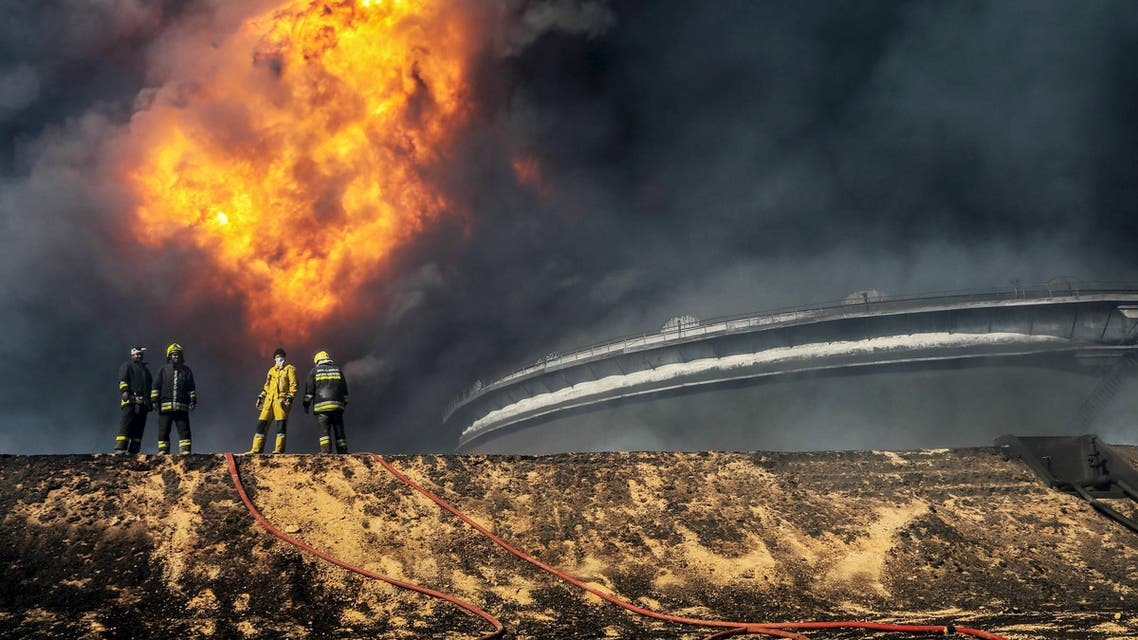 Firefighters try to put out the fire in an oil tank in the port of Es Sider, in Ras Lanuf, Libya, January 6, 2016. (File photo: Reuters)