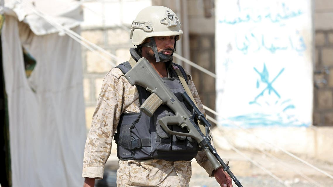 A v soldier loyal to Yemen's government secures a part of the base of the Yemeni Army's 3rd Region in the country's central province of Marib January 13, 2016. (Reuters)