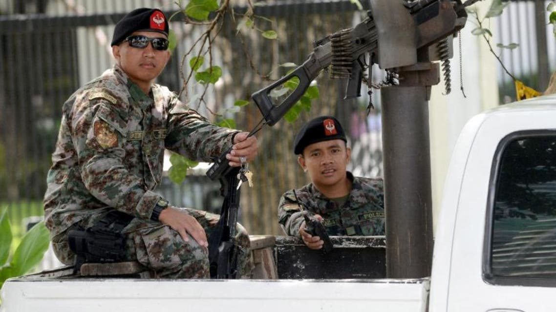 Philippine police commandos guard a checkpoint outside the US embassy in Manila (AFP