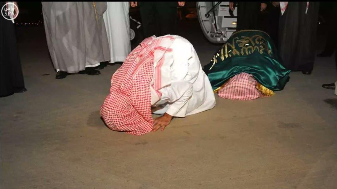 المعلمان السعوديان لحظة وصولهما السعودية