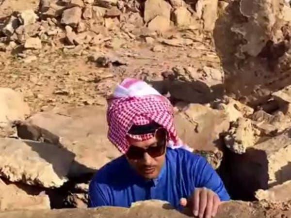 متخصص يشتري جبلا يحتوى على مواقع أثرية ويفتحه للباحثين