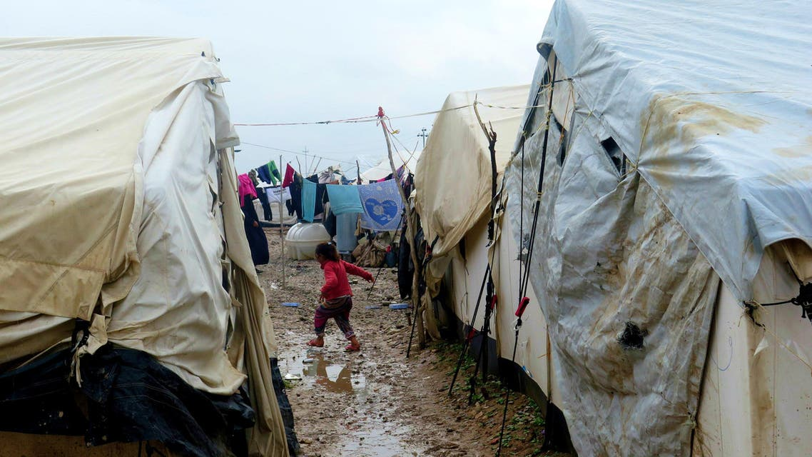 A handout picture released by Amnesty International on January 19, 2016 shows internally displaced Arab Iraqis at a camp in Khanaqin in Iraq's northeastern Diyala province. (AFP)