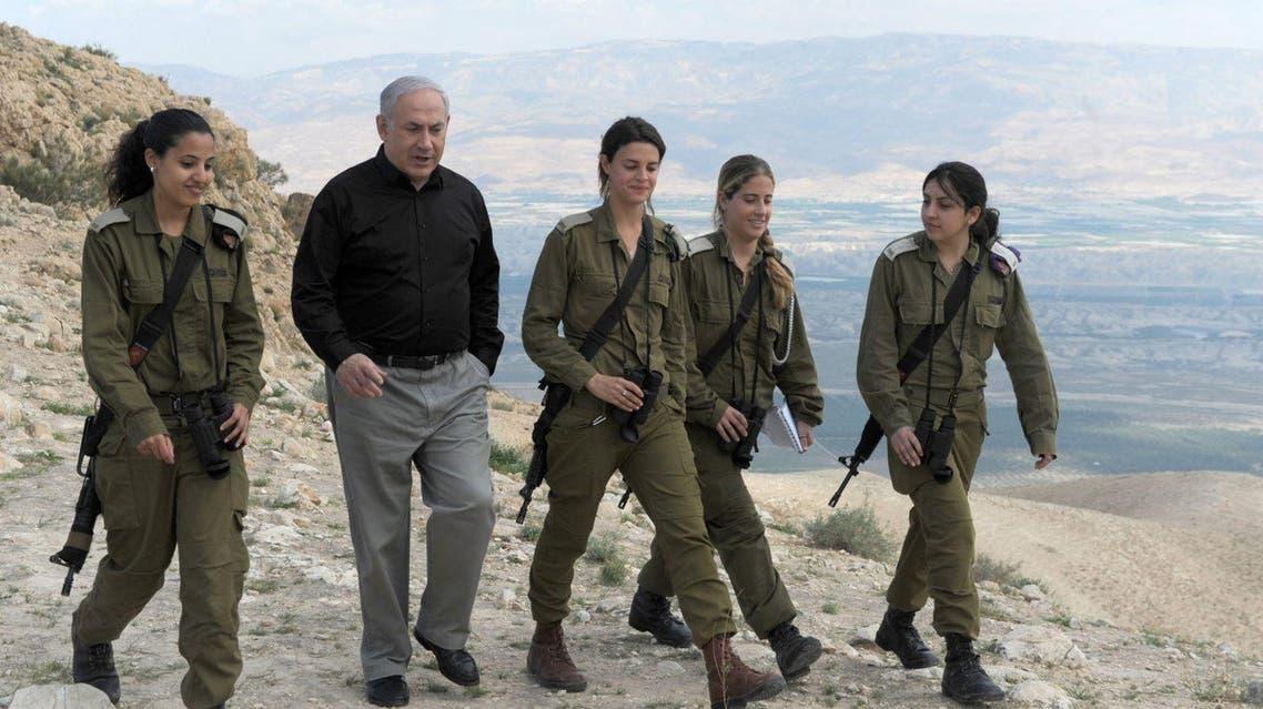 نتنياهو يتجول في منطقة غور الأردن برفقة مجندات إسرائيليات