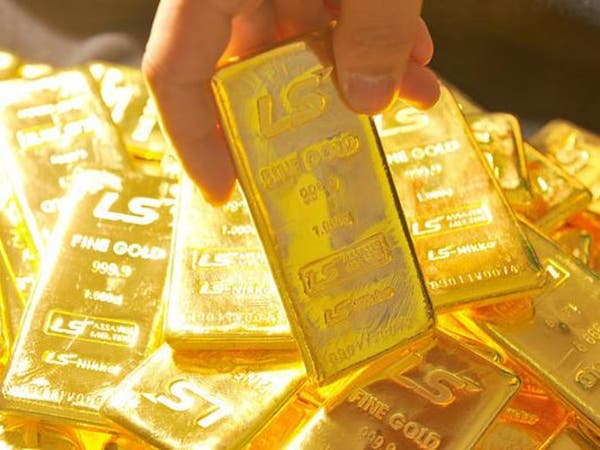 الذهب يعود للهبوط مع بداية صعود النفط