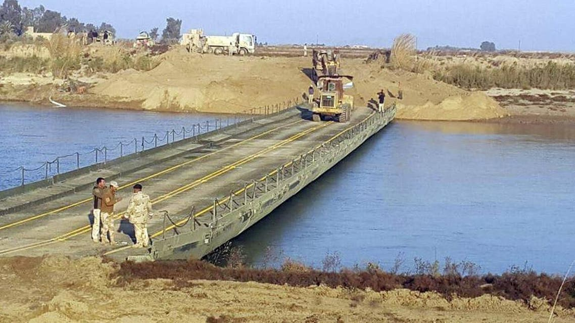 Iraqi army engineers seen building a bridge over the Euphrates River 115 kilometers west of Baghdad, Iraq (File photo AP)