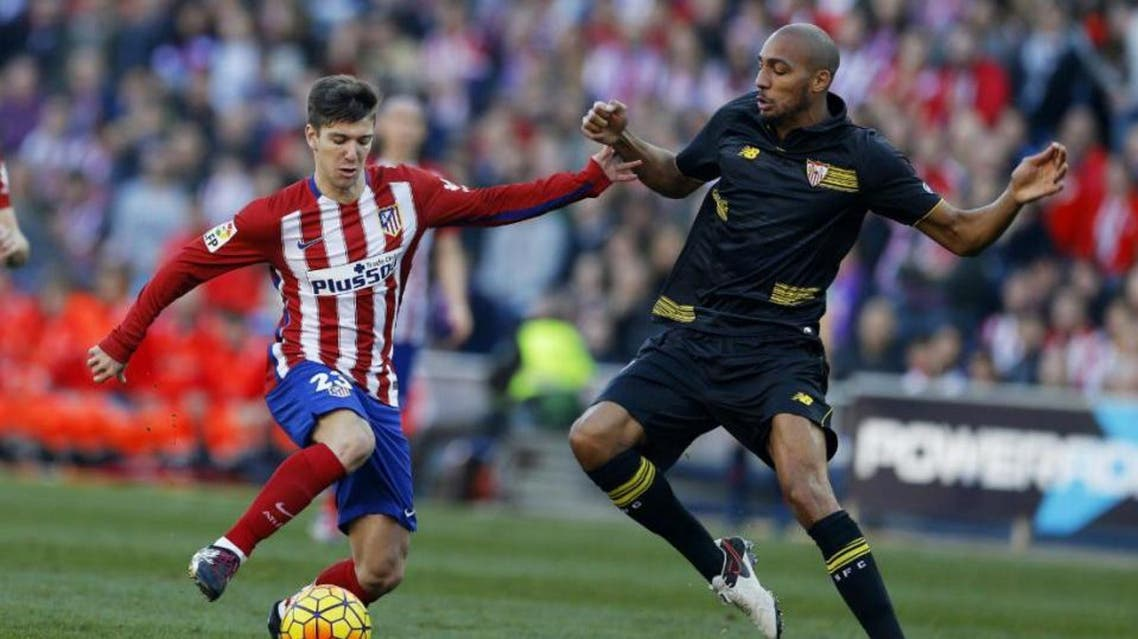 Atletico Madrid's Luciano Vietto, left, tussles for the ball with Sevilla's Steven N'Zonzi during a Spanish La Liga soccer match between Atletico Madrid and Sevilla at the Vicente Calderon stadium in Madrid, Sunday, Jan. 24, 2016. (AP)