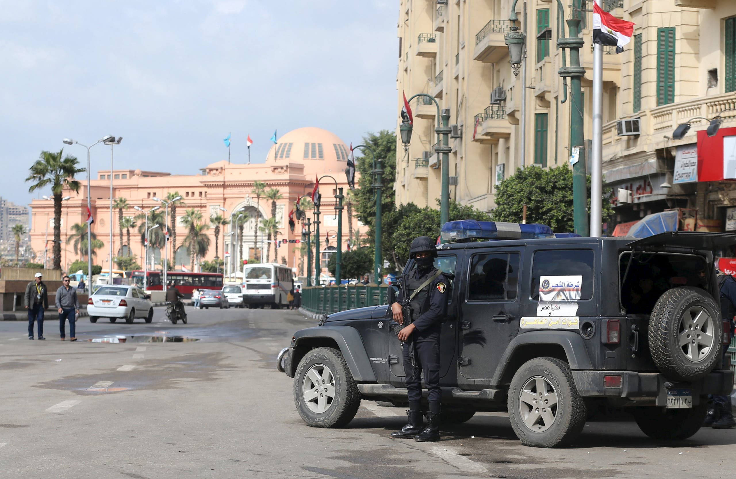 قوات أمن في ميدان التحرير بوسط القاهرة