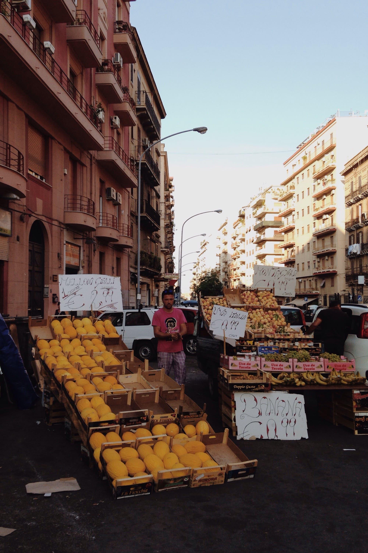 Street fruit at Palermo. (Yorva Tsiakara)