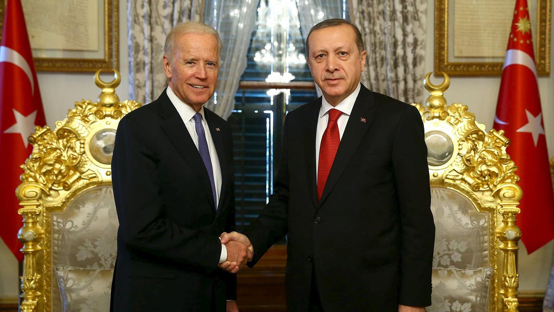 Turkish President Tayyip Erdogan (R) shakes hands with U.S. Vice President Joe Biden in Istanbul, Turkey January 23, 2016, in this handout photo provided by the Presidential Palace. Reuters