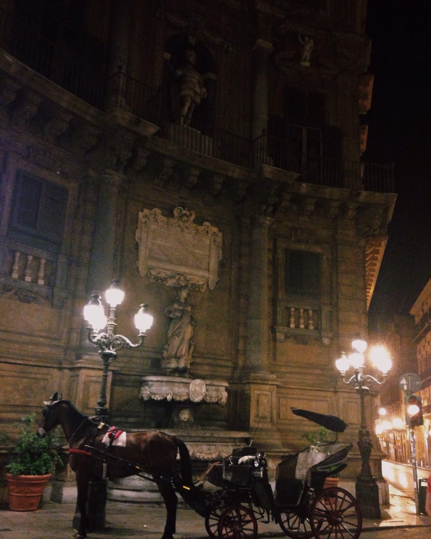 Palermo by night left us surprised. (Yorva Tsiakara)
