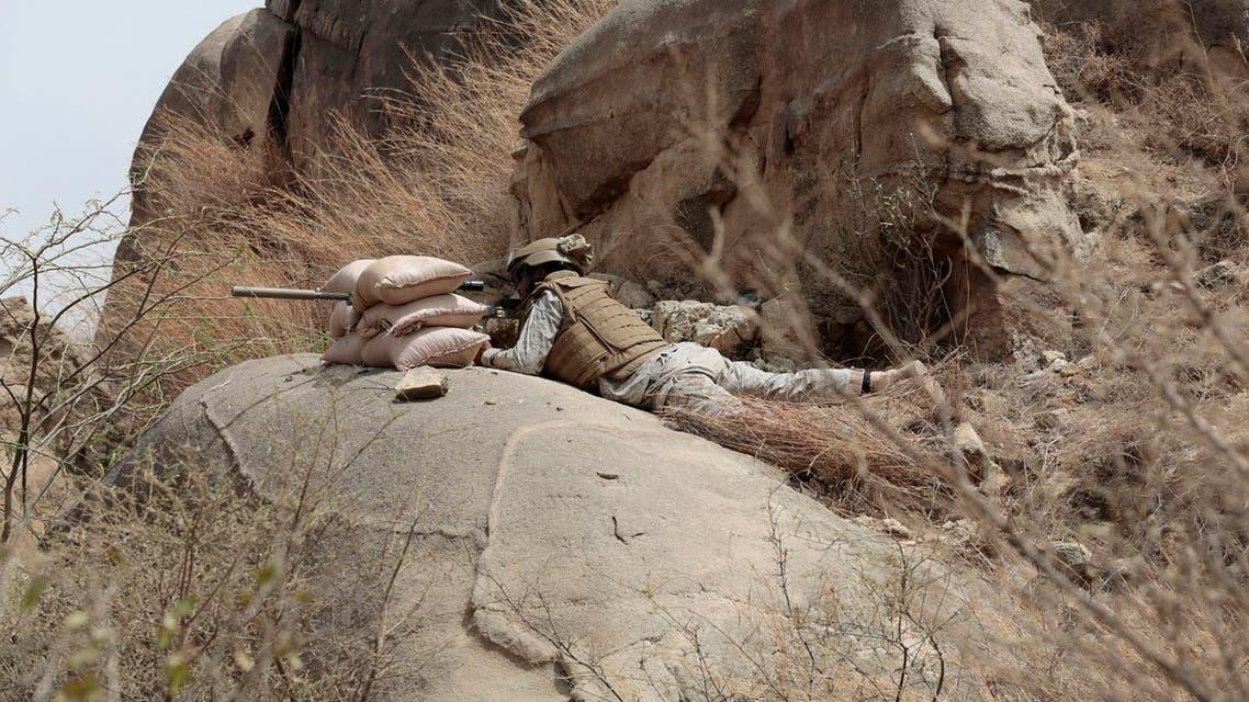 a Saudi soldier aims machine-gun from behind sandbag barricade in the border with Yemen in Jazan, Saudi Arabia. (File photo: AP)