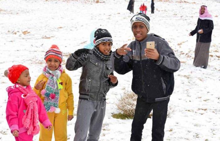 Classes suspended as cold wave grips Saudi northern borders. (Saudi Gazette)