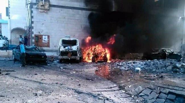 انفجار سيارة مفخخة أمام مقر الرئيس اليمني في عدن