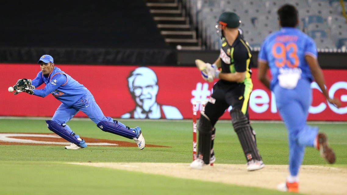 India's Virat Kohli dives to prevent a boundary during their T20 Match against Australia in Melbourne, Australia, Friday, Jan. 29, 2016.(AP Photo/Rick Rycroft)