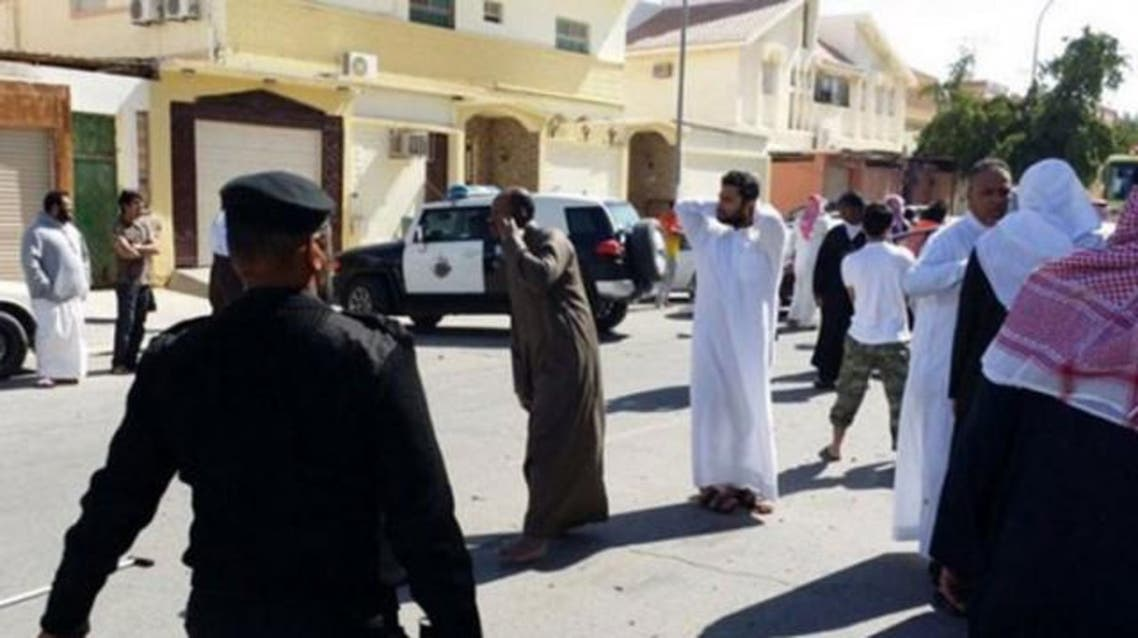 Pictures shared on social media purport to show people running away from the mosque attack. (SG) Al Arabiya)
