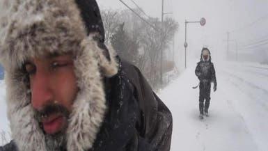سعوديان يسيران على الثلج في مغامرة على جزيرة يابانية