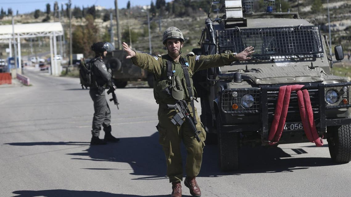 Israeli soldier gestures near the scene of a shooting attack at an Israeli military checkpoint near the West Bank city of Ramallah. (file photo: Reuters)
