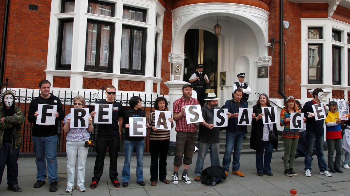 """Supporters of WikiLeaks founder Julian Assange stand outside Ecuador's embassy in central London June 16, 2013. Assange's three-and-a-half-year stay in the Ecuadorian embassy in London amounts to """"unlawful detention"""", a United Nations panel will rule on February 5, 2016, the BBC reported. British police said Assange will be arrested if he leaves the embassy and then extradited to Sweden for questioning over allegations of rape in 2010. REUTERS/Chris Helgren/FilesSEARCH """"ASSANGE"""" FOR ALL IMAGES"""