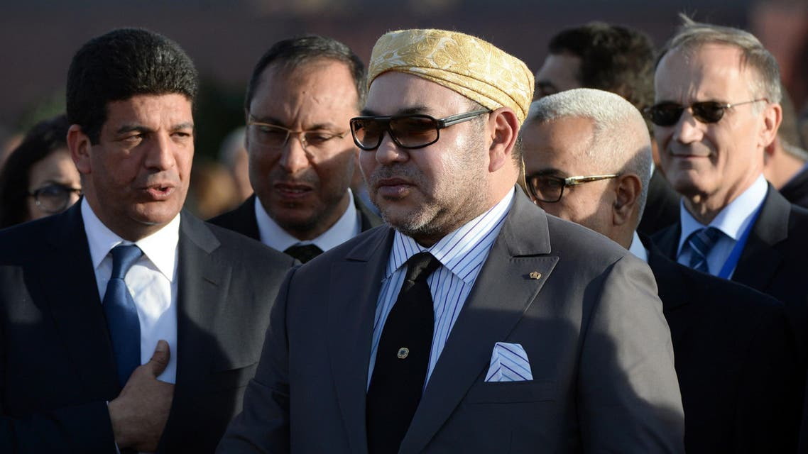 Moroccan King Mohammed VI arrives to inaugurate the Noor 1 Concentrated Solar Power (CSP) plant, some 20 kilometres (12.5 miles) outside the central Moroccan town of Ouarzazate on February 4, 2016.  Noor 1 is one of the largest solar plants in the world, which is the first stage of a larger project designed to boost renewable energy production in Morocco. / AFP / FADEL SENNA