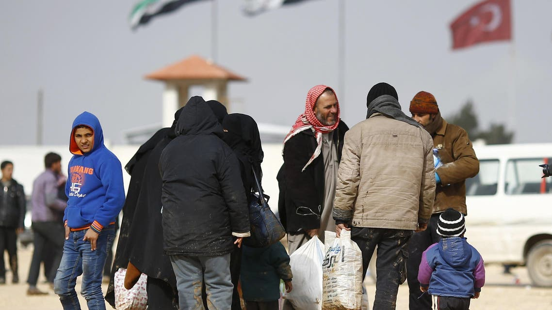 Syrians gather near border to Turkey