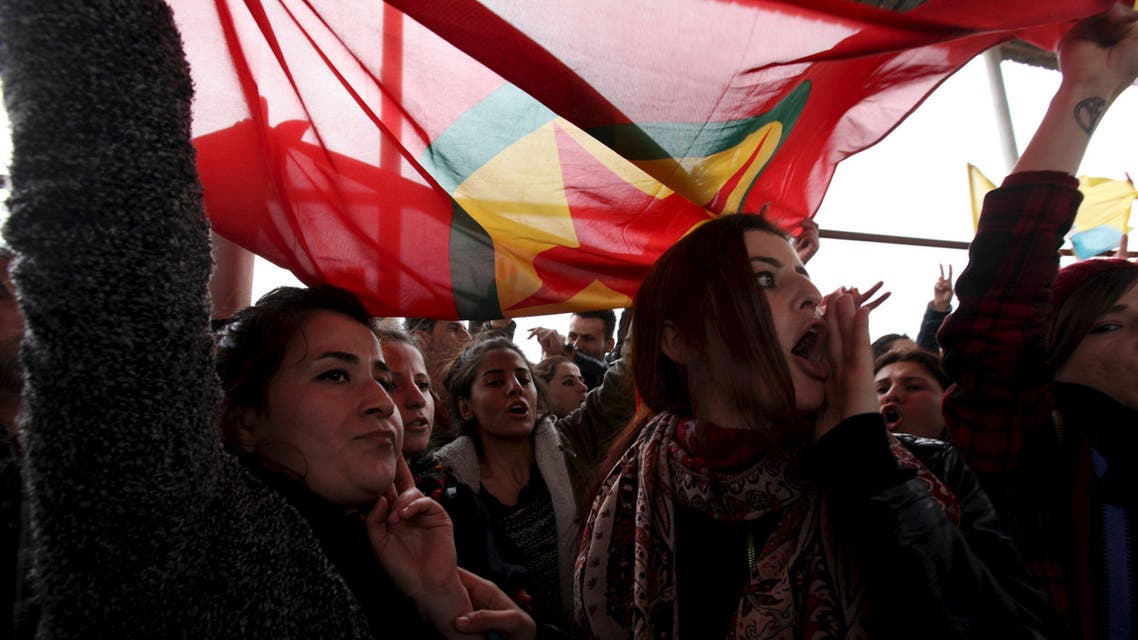Kurdish people gather during a protest outside the headquarters of the United Nations (U.N.) Mission in Iraq in the northern Erbil province, north of Baghdad, February 7, 2016. REU
