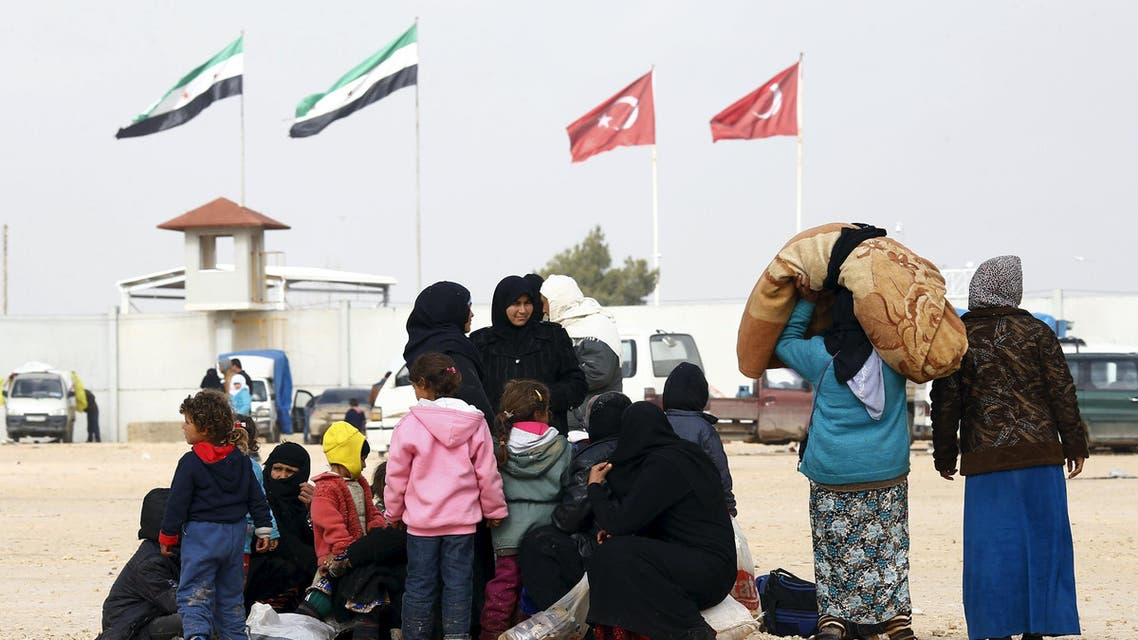 Internally displaced Syrians wait near the Bab al-Salam crossing, opposite the Turkey's Kilis province, on the outskirts of the northern border town of Azaz, Syria February 6, 2016. REUTERS/Osman Orsal