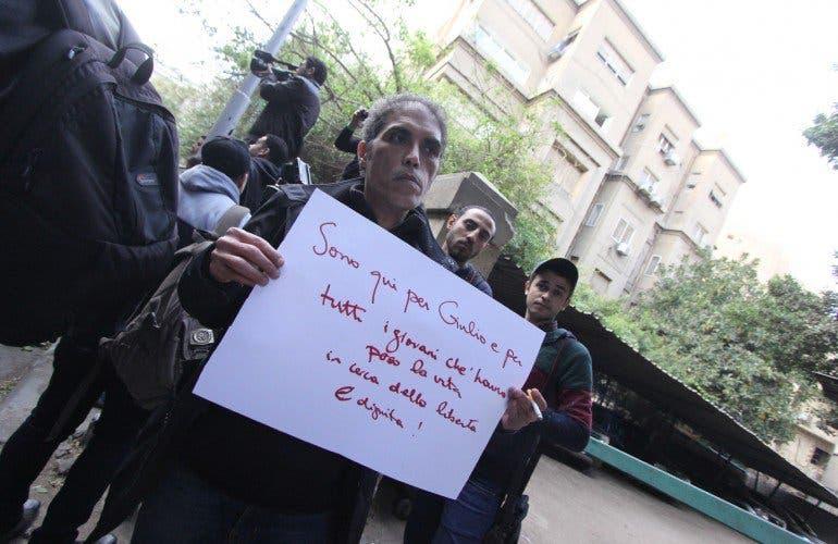 نشطاء يحتجون ضد مقتل الشاب الإيطالي
