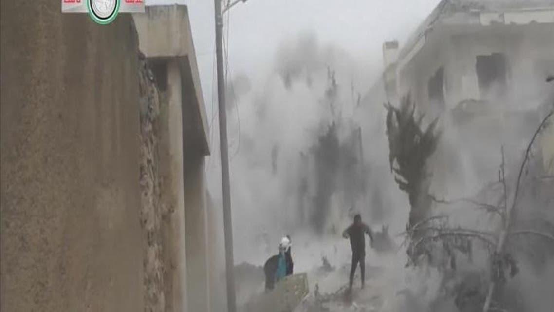 THUMBNAIL_ لحظة سقوط قذيفة قرب سيارة الإسعاف في #حلب