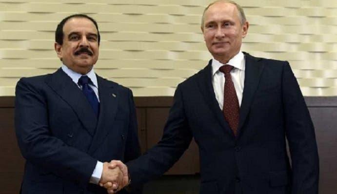 الرئيس الروسي فلاديمير بوتين يستقبل ملك البحرين حين وصل أمس الأحد