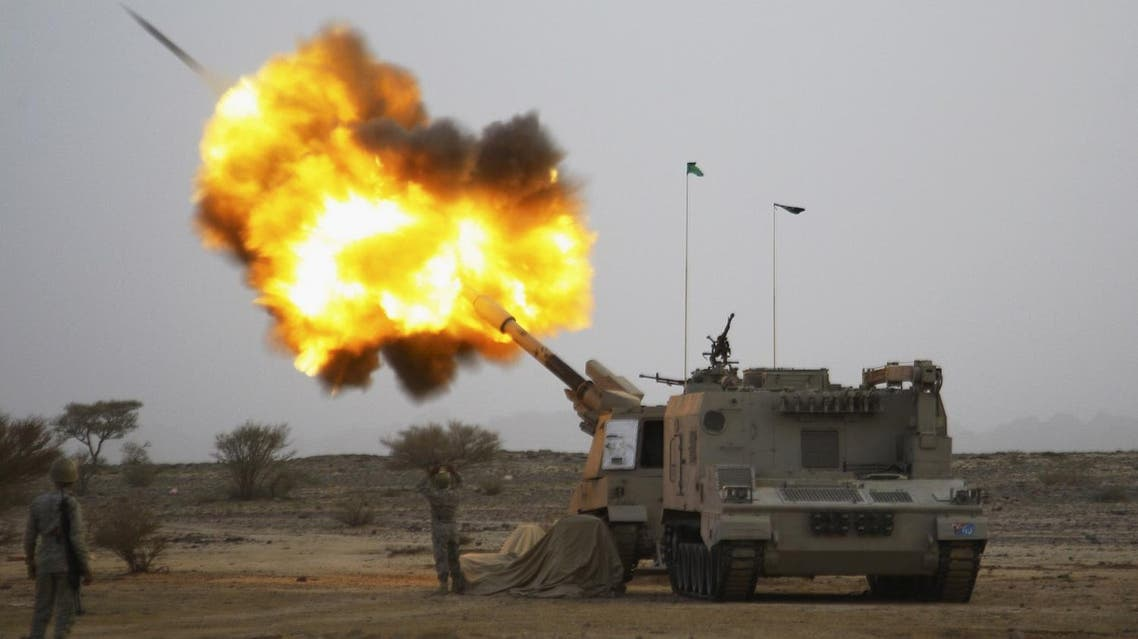 Saudi army artillery fire shells towards Houthi movement positions at the Saudi border with Yemen April 15, 2015. (File photo: Reuters)