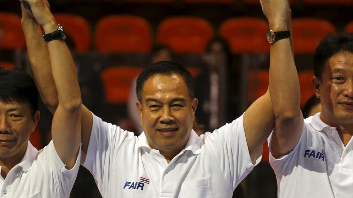Somyot Poompanmoung, former national police chief (C) gestures after wining the president of Thailand's Football Association of Thailand at a stadium in Bangkok, Thailand, February 11, 2016 (Reuters)