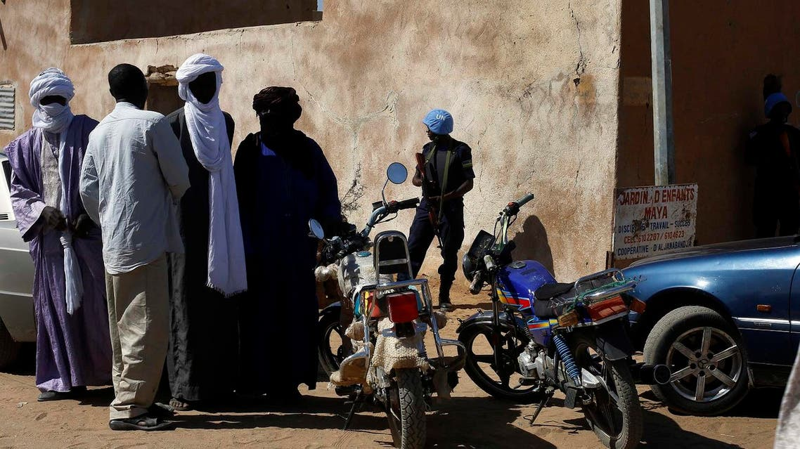 A UN peace keeper stands guard outside a polling station in the Northern Mali town of Gao. (File photo: AP)