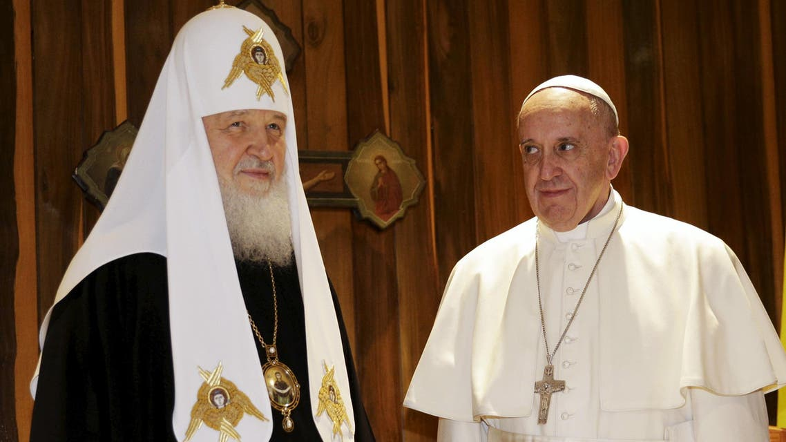 Pope Francis (R) looks at Russian Orthodox Patriarch Kirill during their meeting in Havana, February 12, 2016. (Reuters)