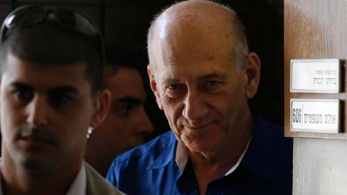 Former Israeli Prime Minister Ehud Olmert (R) leaves Tel Aviv District Court, in this May 13, 2014 file picture. 9REuters)