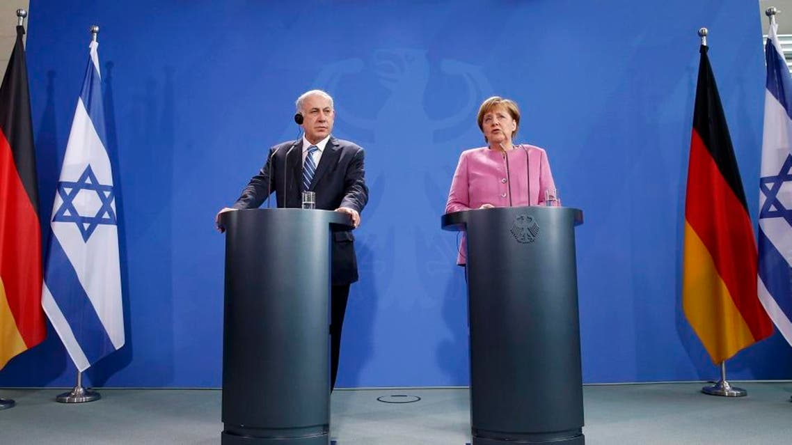 Israeli Prime Minister Benjamin Netanyahu (L) and German Chancellor Angela Merkel address a news conference at the Chancellery in Berlin, Germany, February 16, 2016. REUTERS/Fabrizio Bensch