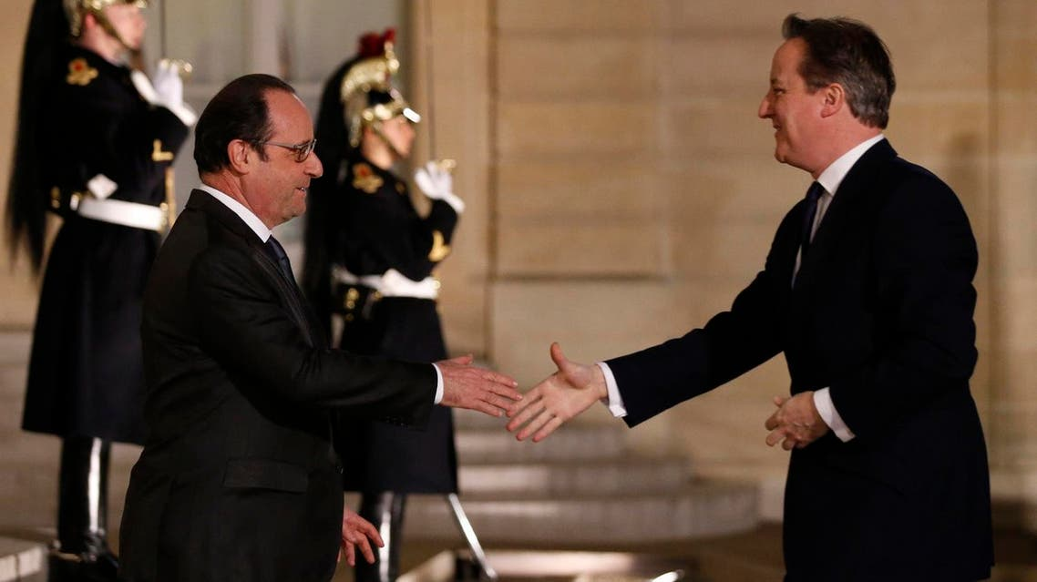 French President Hollande welcomes Britain's Prime Minister Cameron at the Elysee Palace in Paris. (Reuters)