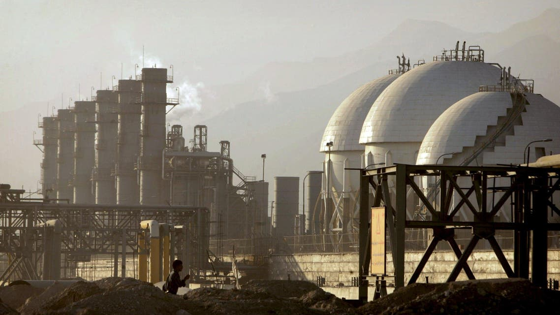 A view of a petrochemical complex in Assaluyeh on Iran's Persian Gulf coast in this May 28, 2006 file photo. REUTERS