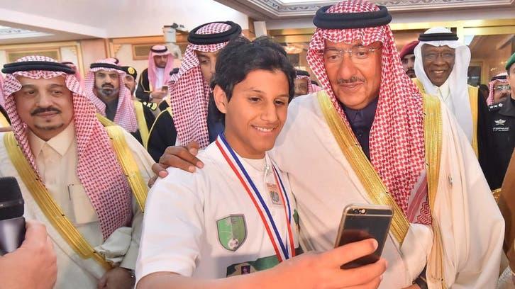 ولي العهد السعودي يستقبل أبناء شهداء الواجب