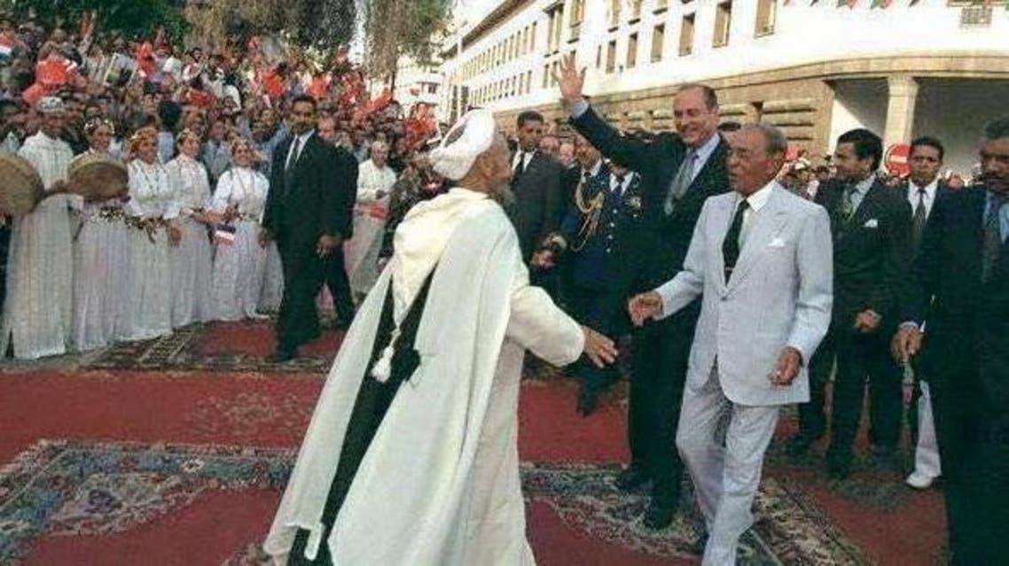 الراحل المايسترو يرقص بحضور العاهل المغربي الراحل الحسن الثاني والرئيس السابق لفرنسا جاك شيراك في الرباط