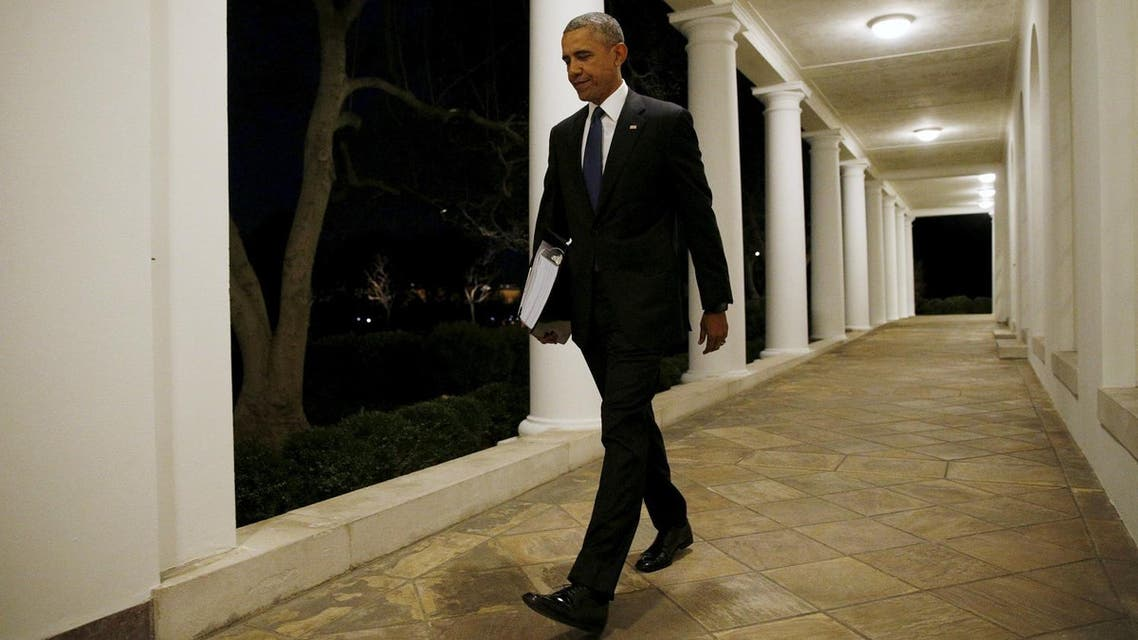 U.S. President Barack Obama carries a binder containing material on potential Supreme Court nominees as he walks towards the residence of the White House in Washington February 19, 2016. This weekend, Obama is expected to review material his team has prepared for him on a replacement for late Justice Antonin Scalia. REUTERS