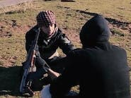 """شاهد """"داعشي"""" يضع طفله بسيارة ليفجّرها بنفسه في سوريا"""