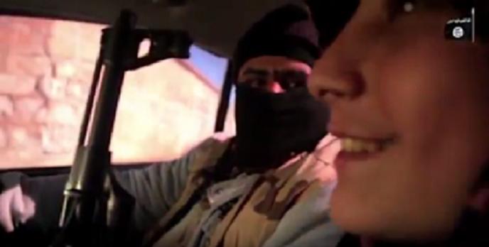 وعندما تعلم أبو عمارة على القيادة فرح وابتسم، لادراكه بأنه أصبح قادرا على تفجير السيارة وهو فيها