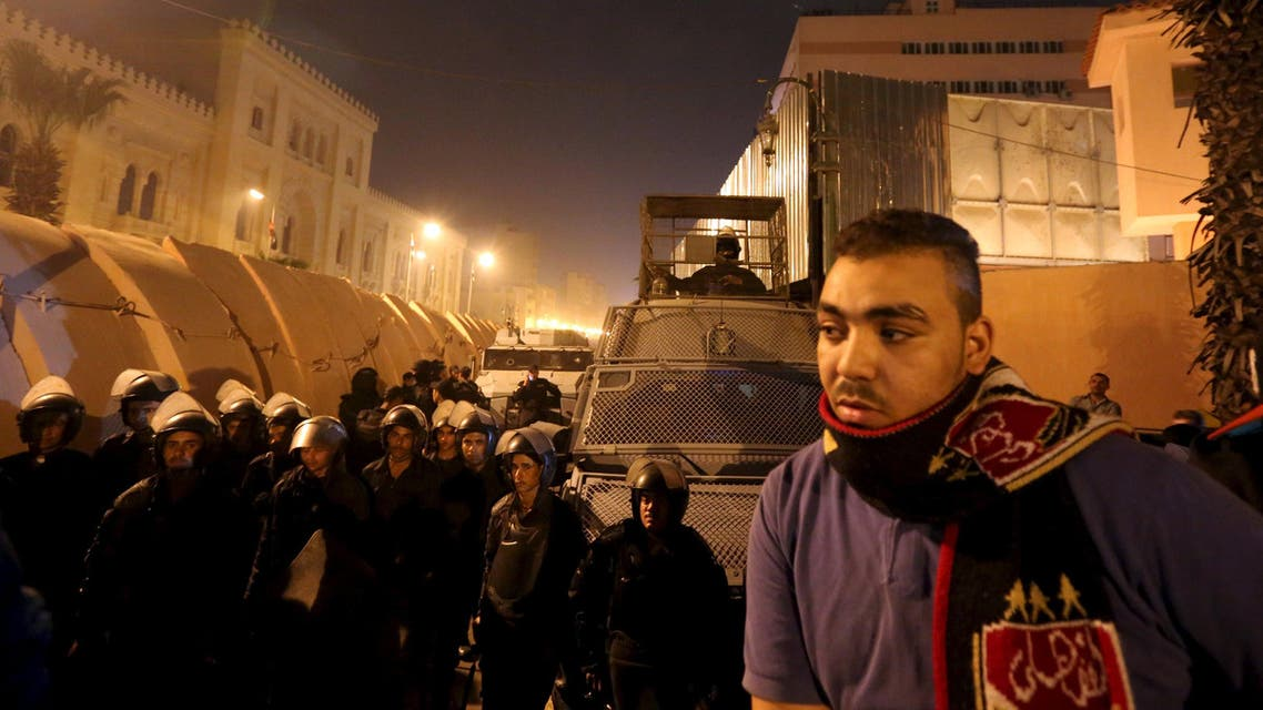Riot police officers stand guard in front of the Cairo Security Directorate in Cairo, Egypt, February 18, 2016. REUTERS