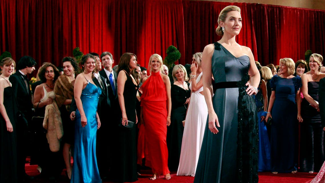 British actress Kate Winslet, dressed in Stefano Pilati for Atelier Yves Saint Laurent, poses for photographers at the 81st Academy Awards in Hollywood, California in this February 22, 2009 file photo.