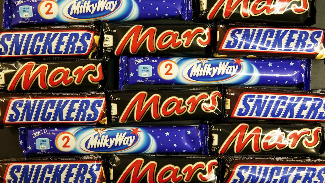 Mars and Snickers bars are seen in this picture illustration taken February 23, 2016.   (Reuters)